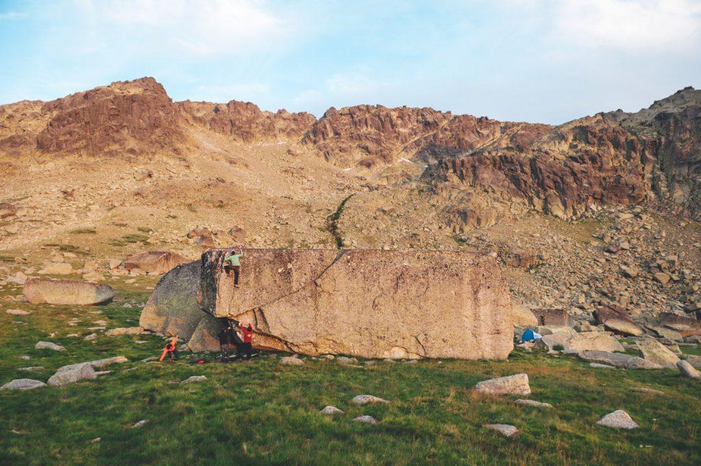 """""""Nos hemos propuesto conseguir que Hoya Moros sea público y lo seguiremos intentando como hacemos en nuestras escaladas: ¡pegue tras pegue!"""". Foto: Manu Prats."""