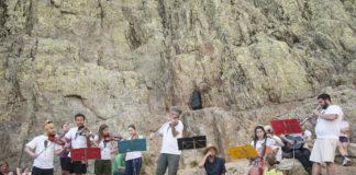 Rubén Fernández dirige un concierto en Galayos.