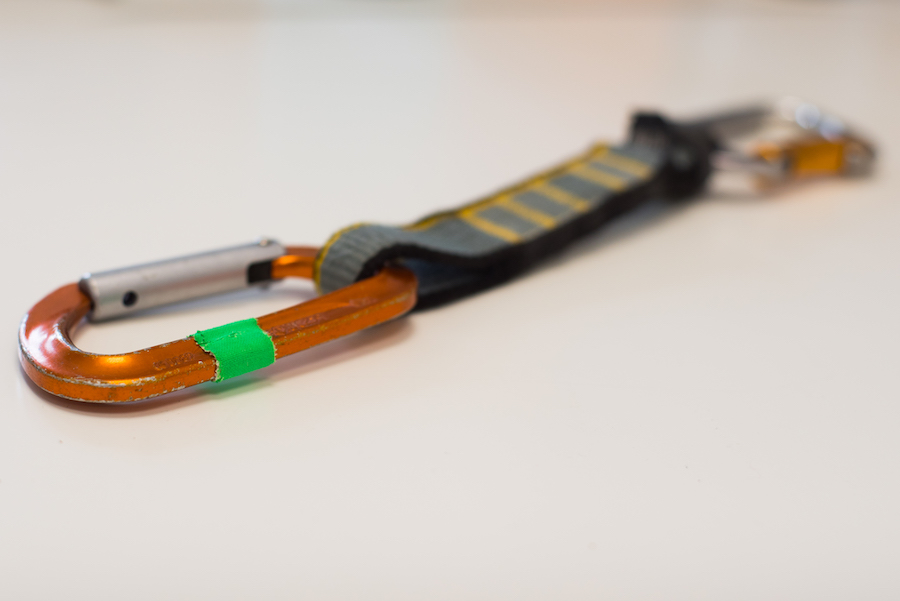 Ya sería mucha casualidad que tu compañero de cordada lleve las mismas cintas y, además, marcadas como tú.
