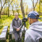 Entrevista con Alfredo Ortega durante el rodaje de 'Actúa'.
