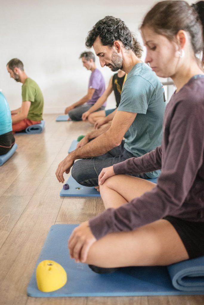 Entre otros beneficios, la meditación nos aportará calma mental y nos liberará de estrés y ansiedad.