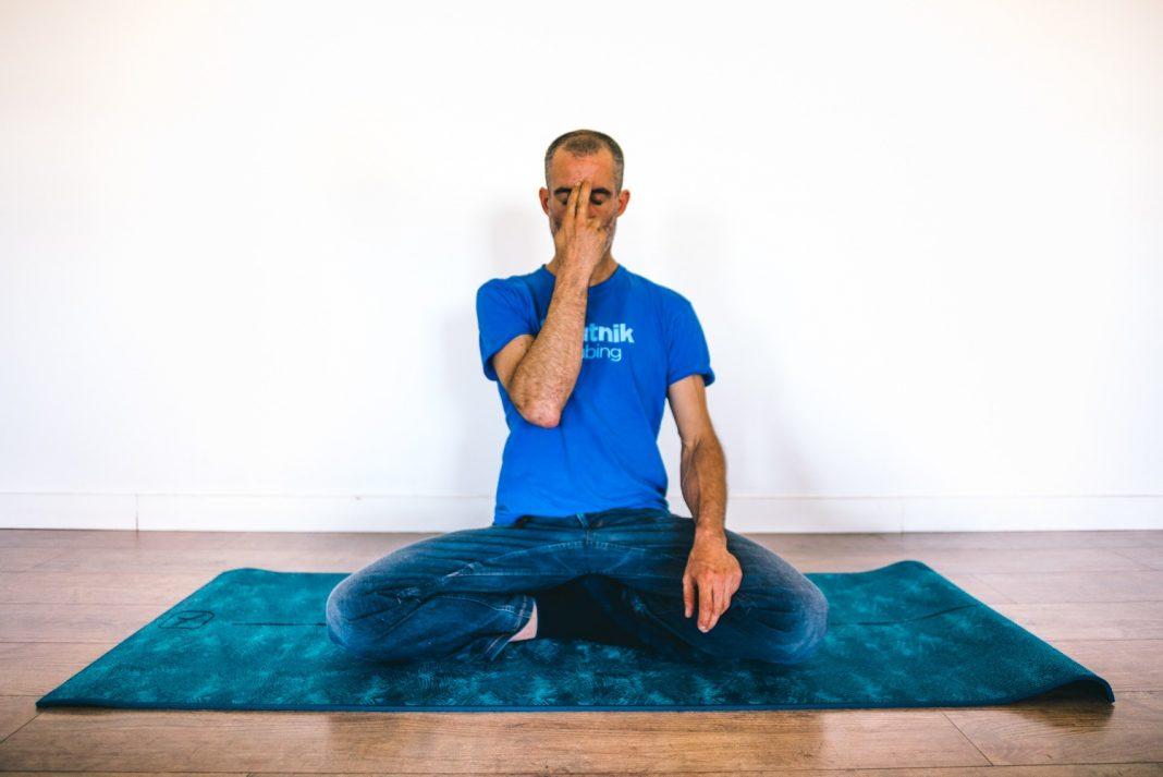 Busca un sitio para meditar en el que te encuentres a gusto y cuida la postura como describimos.
