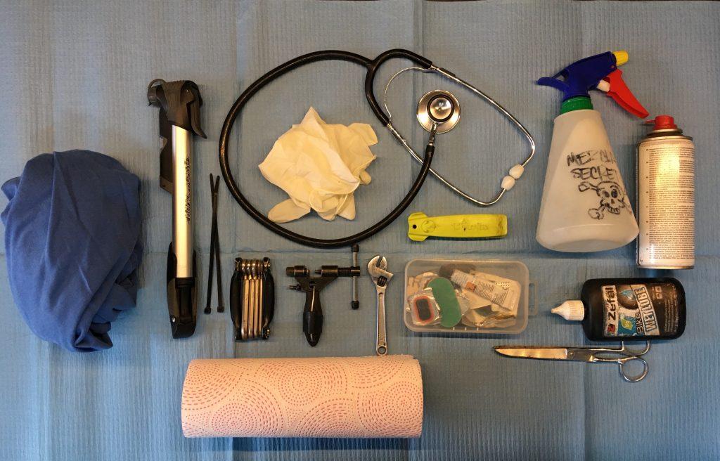Herramientas para diagnosis y puesta a punto dd la bicicleta (el fonendoscopio es opcional).