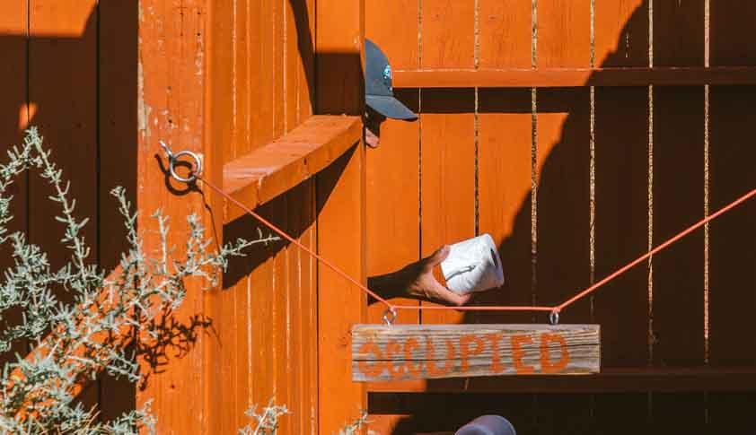 El algunos parque de EE.UU. es obligatorio el uso de las letrinas. ©ClownClimbing