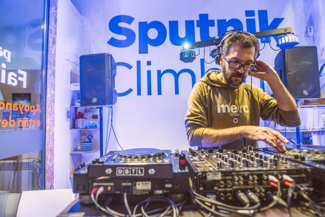 Óscar LP12 anima La Cantina de Sputnik.