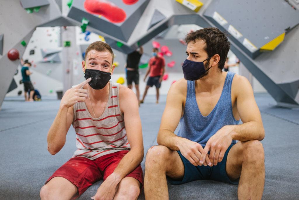 Nuevos materiales y diseños para adaptar la mascarilla a la actividad deportiva.
