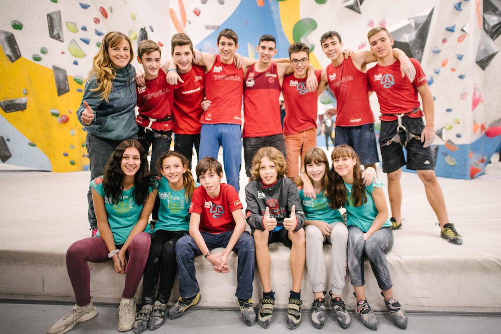 Andrea Cartas (de pie, a la izquierda) junto al equipo del Programa de Tecnificación de Escalada Deportiva de la Federación Madrileña.