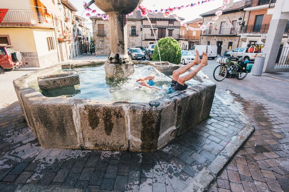 Pedimos perdón a los vecinos de San Esteban Del Valle, pero hacia MUCHO calor y la piscina la tenían cerrada. #FuckCovid