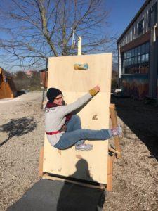 Rocódromo infantil improvisado en Katsikas