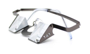 La mejor valorada por el autor: Y and Y Classic. Por su logrado equilibrio entre ligereza, visión periférica y calidad del prisma. Además, su discreta montura no interfiere en la visión del suelo, la cuerda y el dispositivo de asegurar.